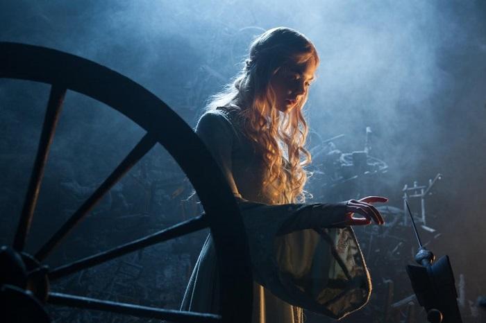 Maleficent Aurora spinning wheel