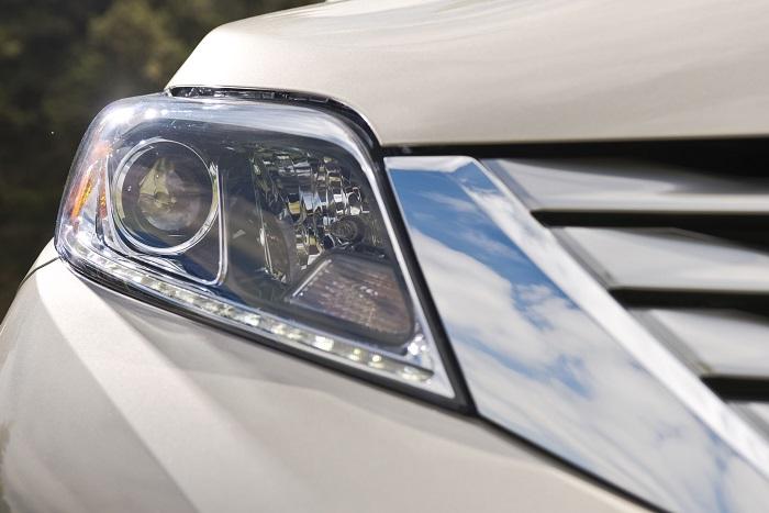 2015 Toyota Sienna LTD headlight