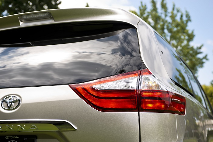 2015 Toyota Sienna LTD tail light