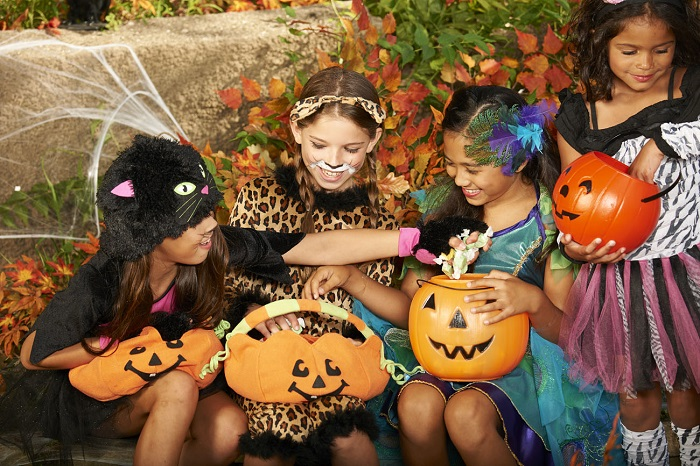 halloween costumes and party trends