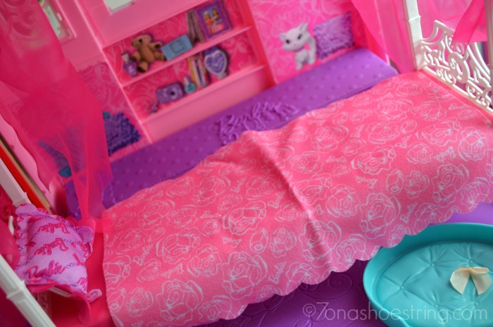 Finally discovering life in the barbie dreamhouse for Barbie dream house bedroom