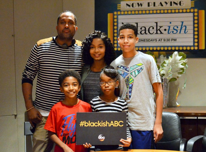 Kenya Barris with cast of black-ish