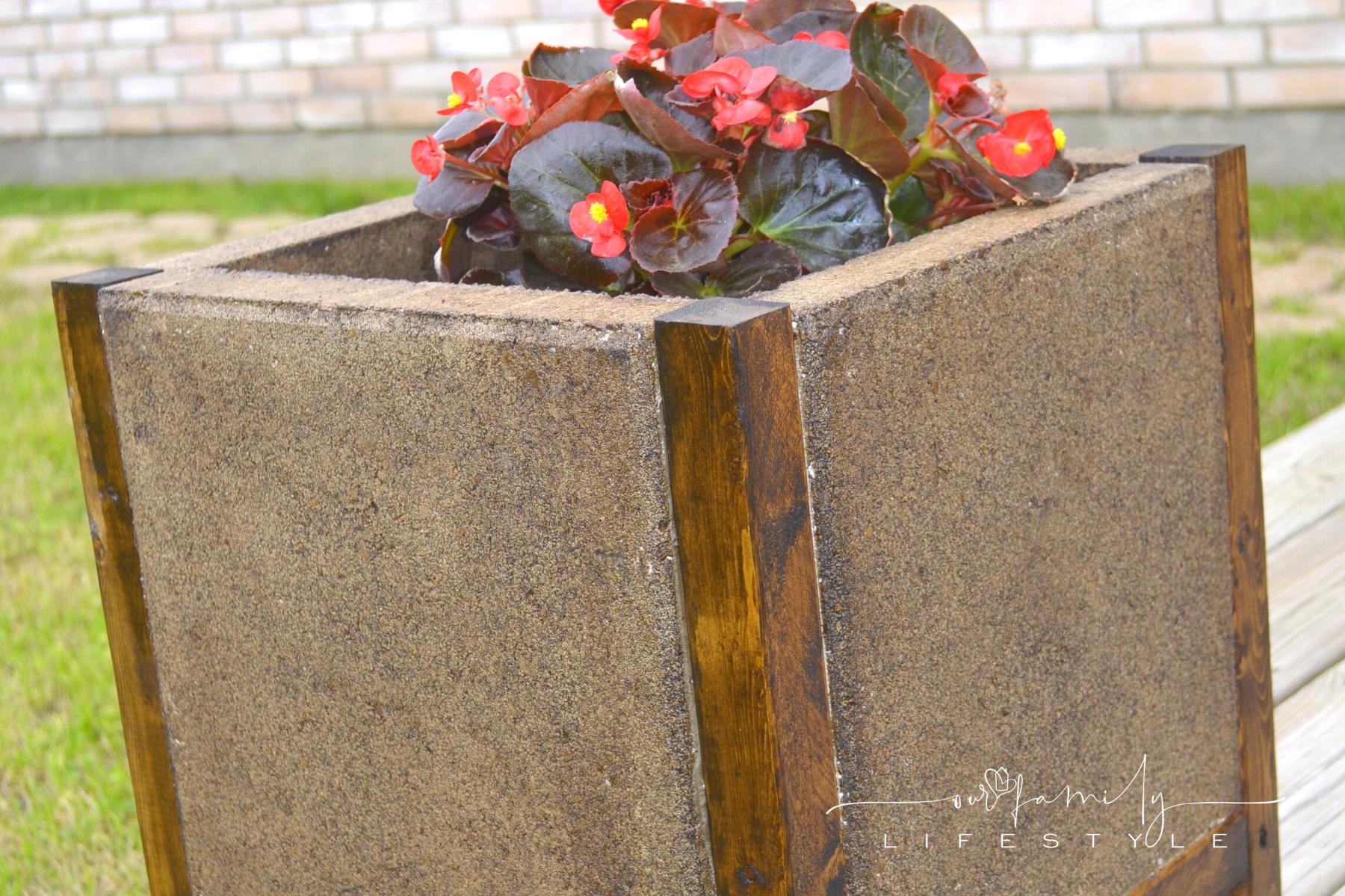 Fabulously Easy DIY Concrete Paver Planter