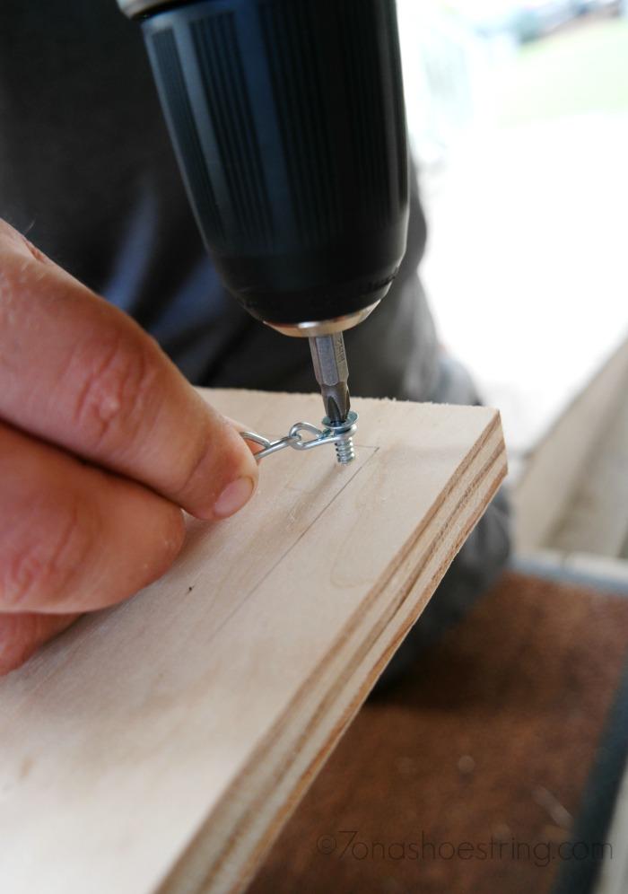 affix jack chain using screws