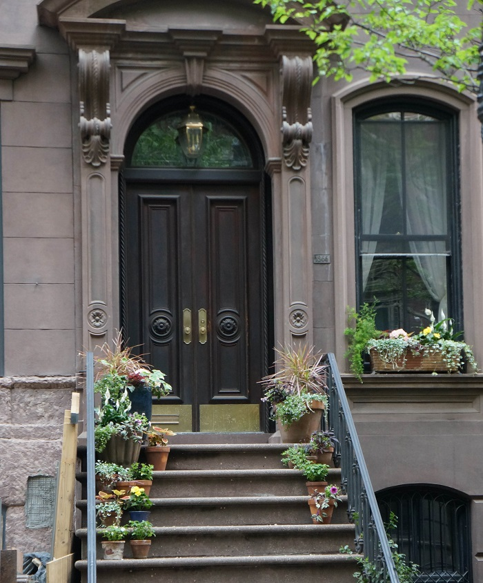 carrie bradshaw apartment
