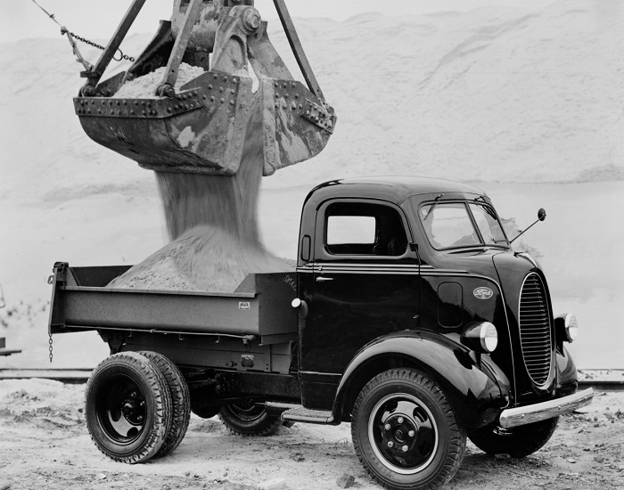1939-Ford-Cab-Over-Engine-dump-truck