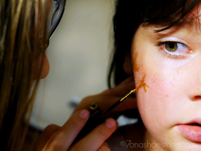 Halloween face paint - stars