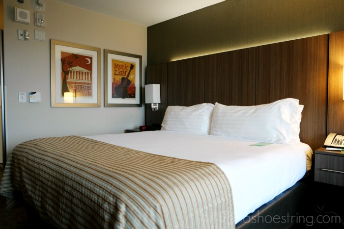 Holiday-Inn-Nashville-comfortable-bed