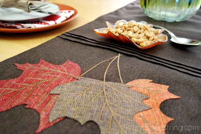 Simple Ways to Decorate Your Thanksgiving Table with At Home