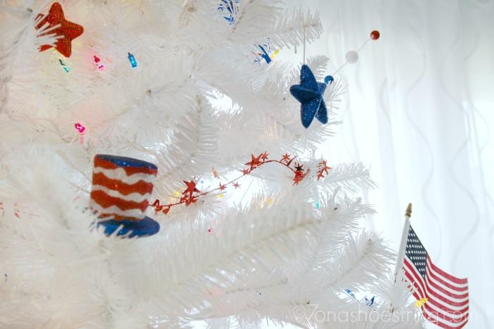 patriotic 4th of July Christmas tree
