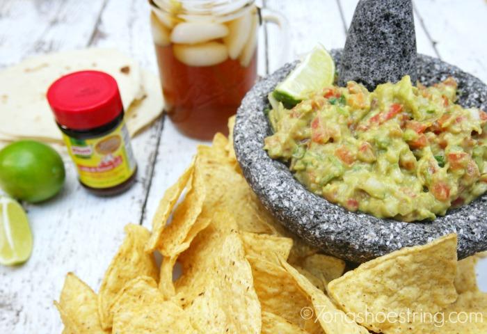 Chipotle Guacamole Dip with Knorr Caldo de Tomate Bouillon