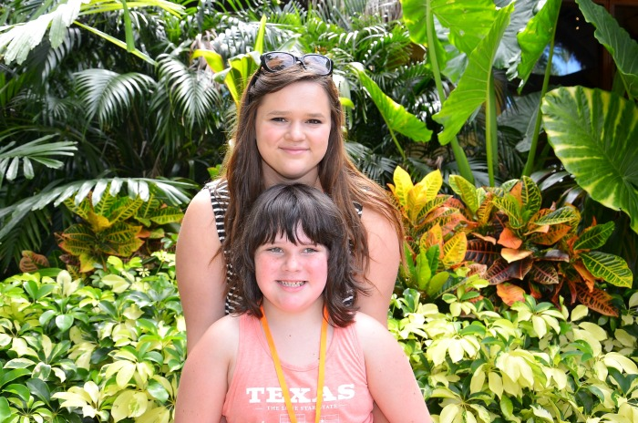 sisters at Discovery Cove Orlando