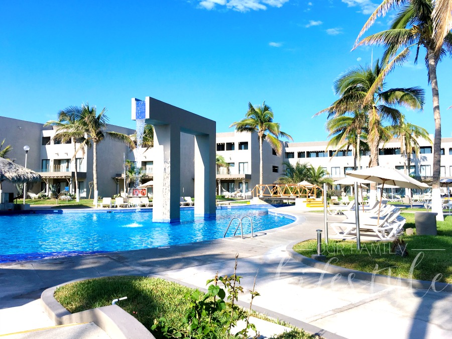 Holiday Inn Los Cabos family pool