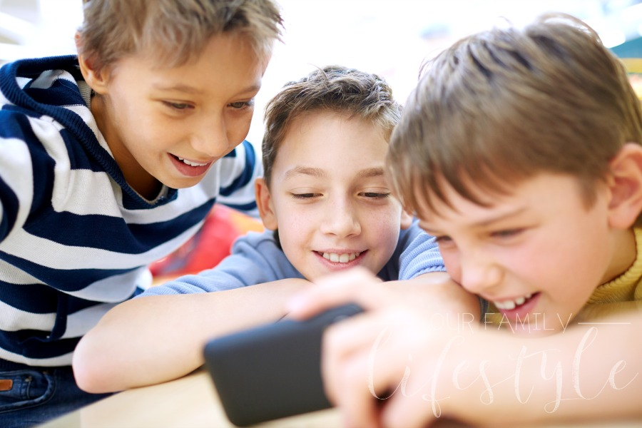 How to Fight Screen Addiction and Guide Our Children To Do the Same