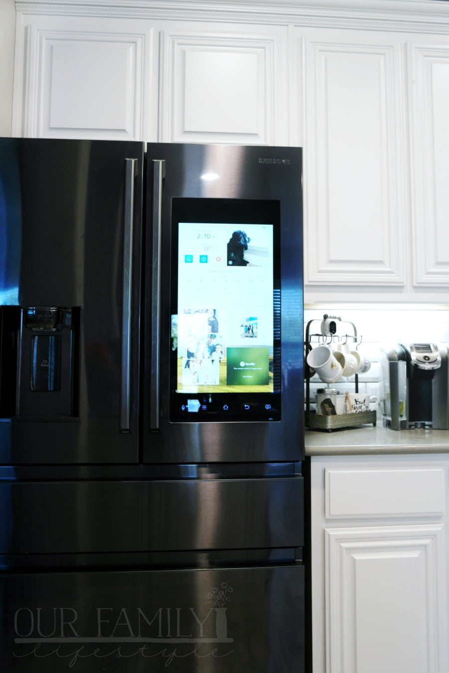Make the Kitchen the Center of Your Home with Samsung Family Hub