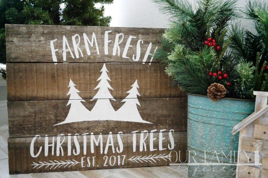 DIY Reclaimed Wood Christmas Yard Decor