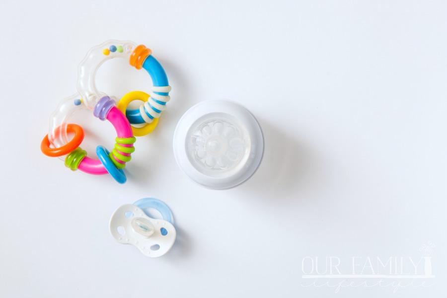 newborn baby feeding essentials