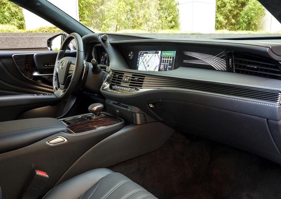 2020 Lexus LS 500h front seat interior