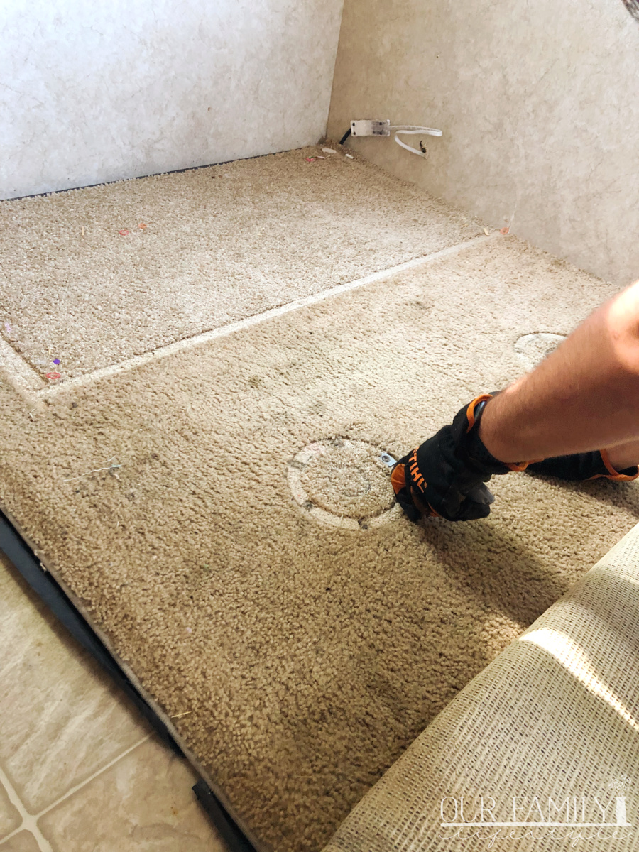 removing rv dinette carpet