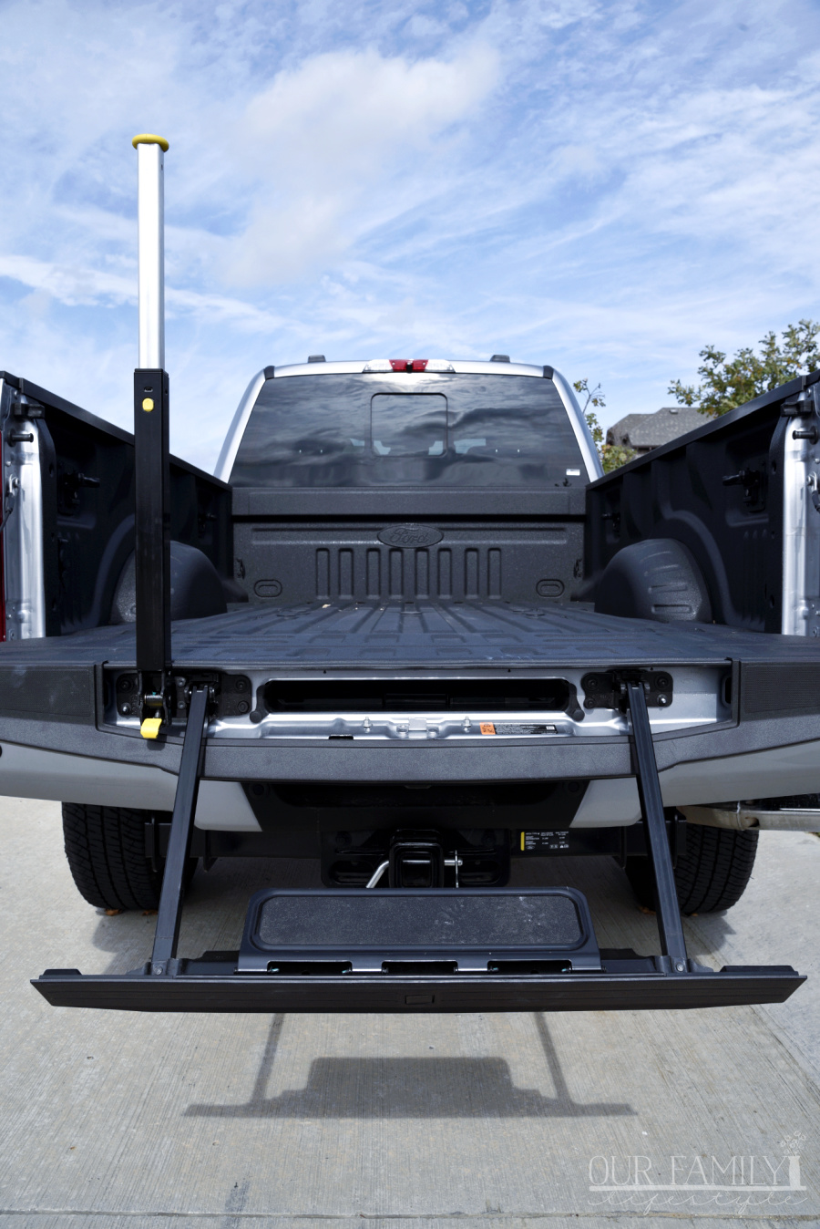 Ford Super Duty tailgate step and handle