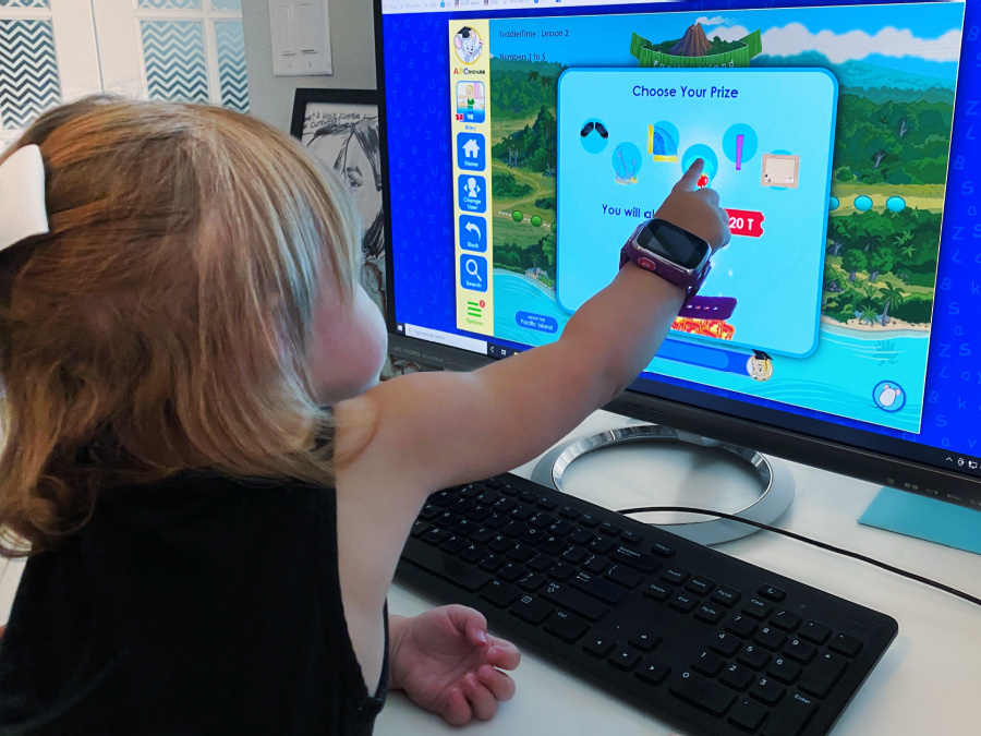 toddler picking prize on ABCmouse.com