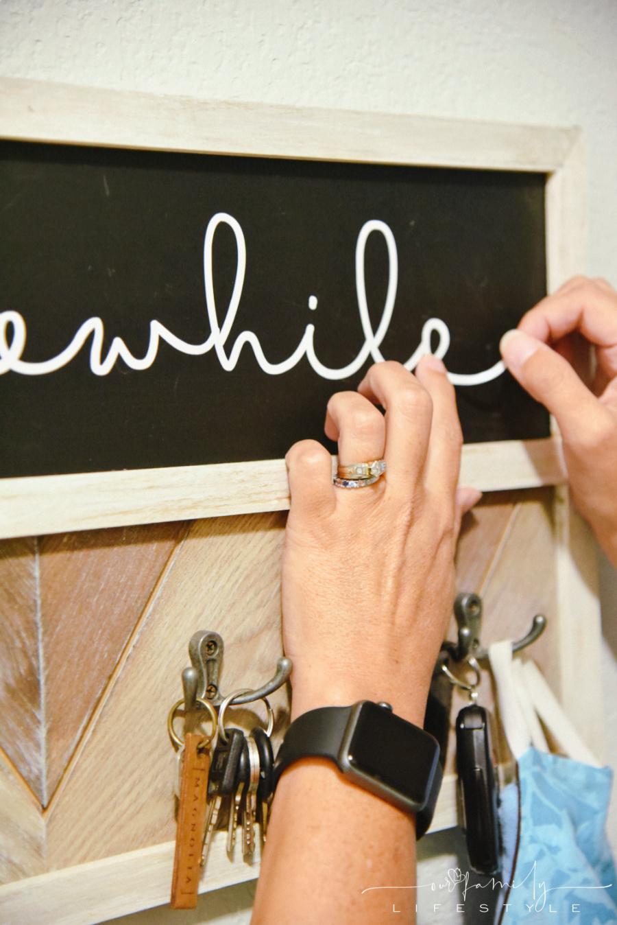 Cricut vinyl on chalkboard key holder