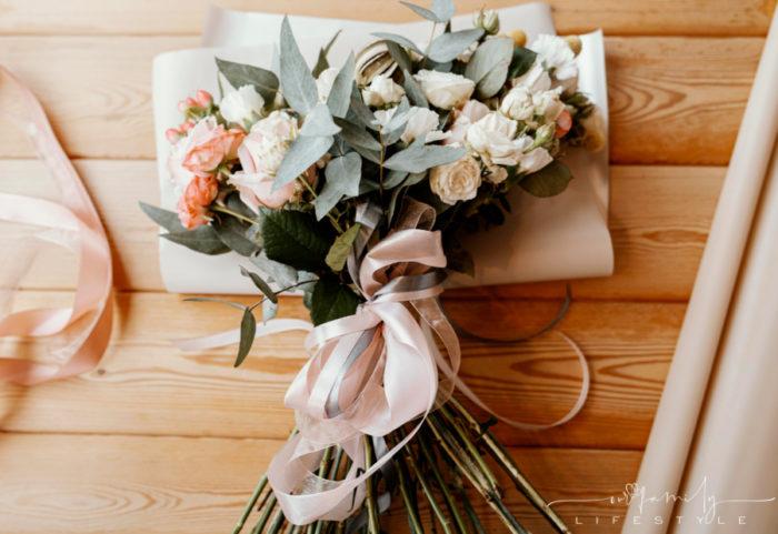 beautiful-pastel-floral-arrangement-on-wooden-table