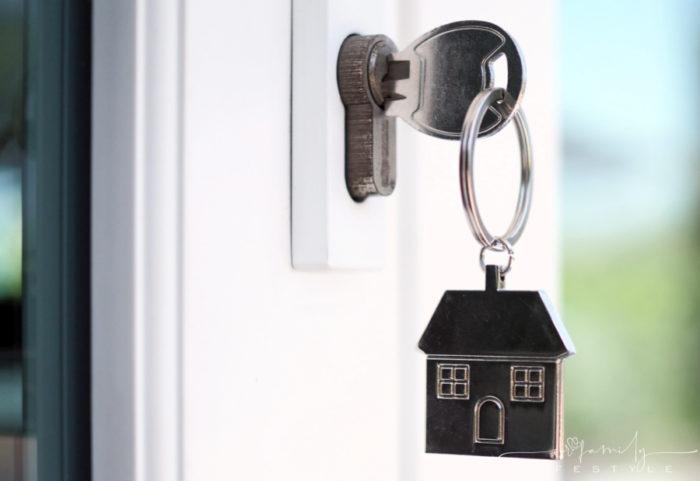 house-key-unlocking-door-of-new-house