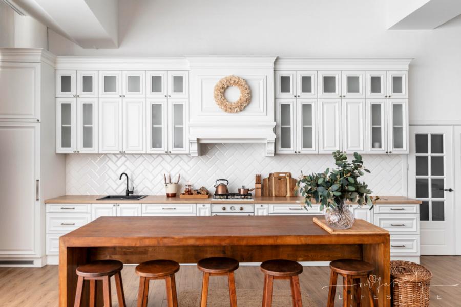 white-kitchen-interior-design-with-wooden-table