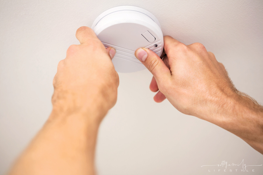 installing a smoke detector on the ceiling